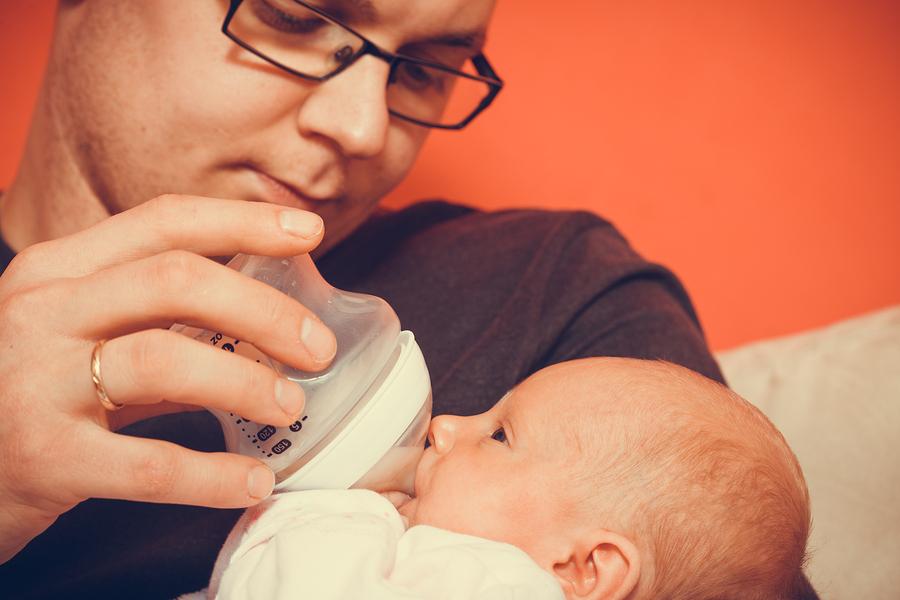 Bebu tijekom hranjennja držite blizu sebe i izmjenjujte nježne poglede