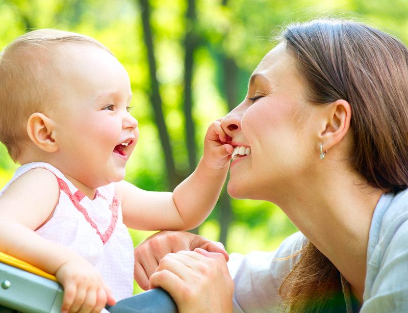 Pjevanje je najbolja igra za male bebe.