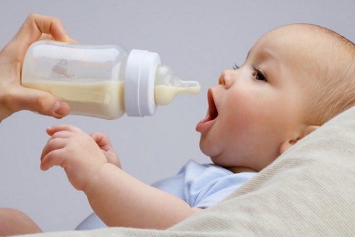 Nemojte kao zamjenu za dojenje odabrati kravlje mlijeko.