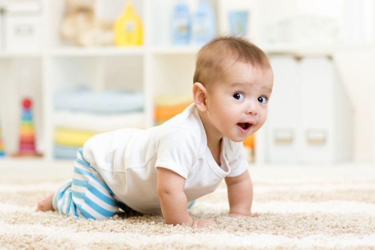 Igre za razvijanje finih motoričkih sposobnosti; za djecu koja sjede, stoje, istražuju...