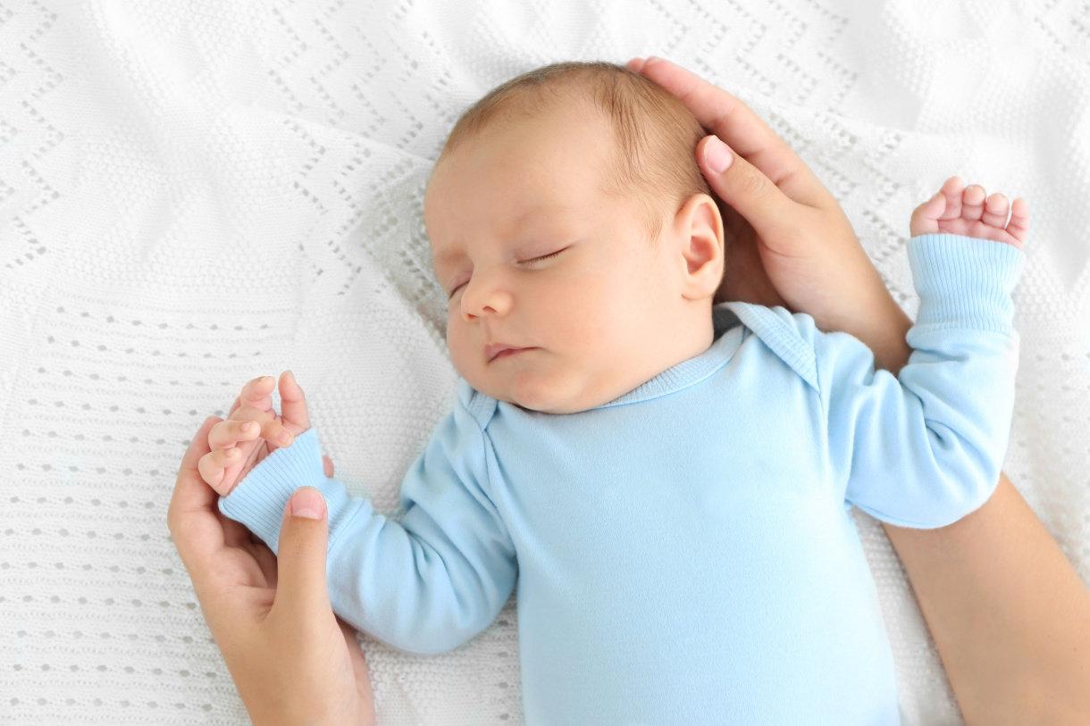 Kolike se najčešće javljaju nakon obroka, bez obzira na to je li beba dojena ili je hranjena mliječnim pripravkom za dojenčad.