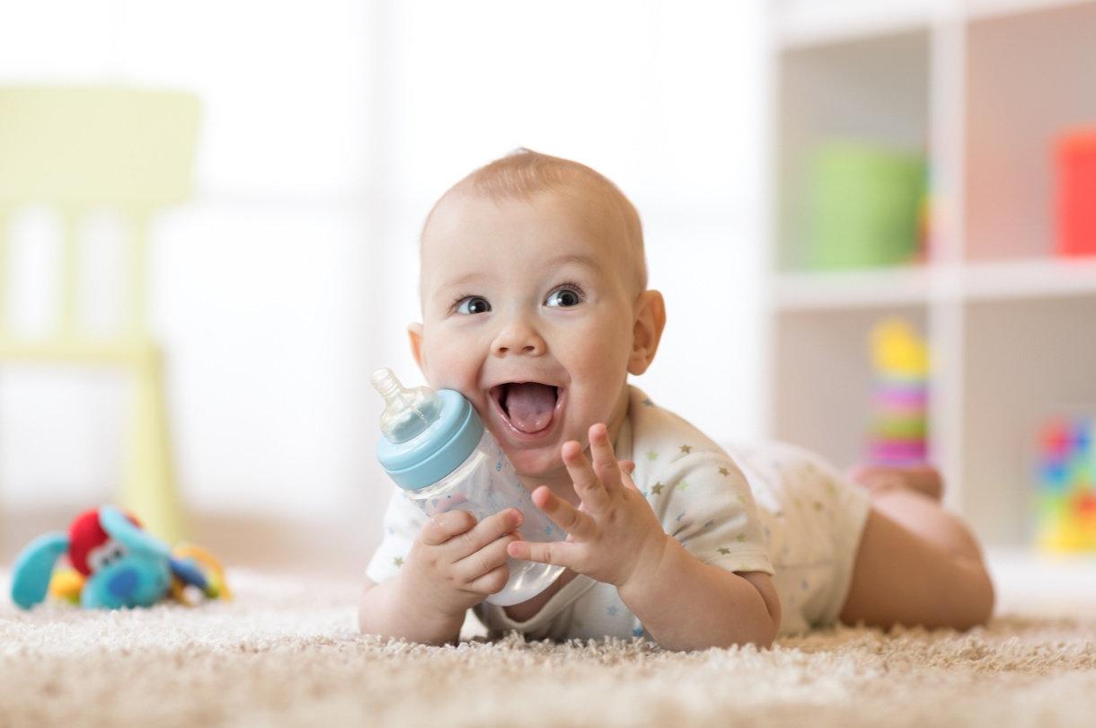 Mliječni pripravak za dojenčad podrazumijeva preradu kravljeg mlijeka prema preporukama i standardima koje daje Udruženje Europskih dječjih gastroenterologa i nutricionista.