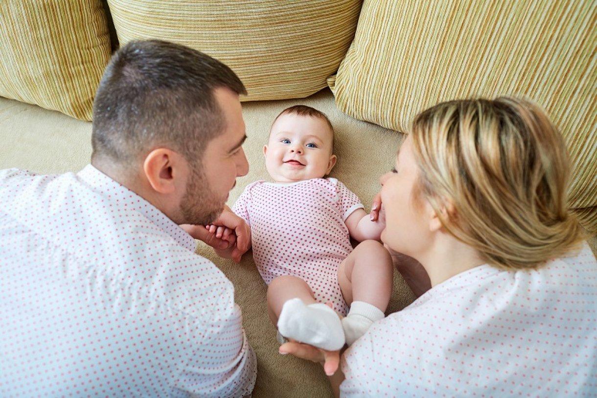 Резултат слика за roditelji i beba