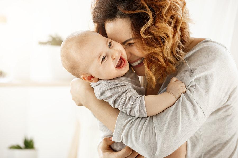 Bebama treba igra, kroz igru uče i razvijaju se.
