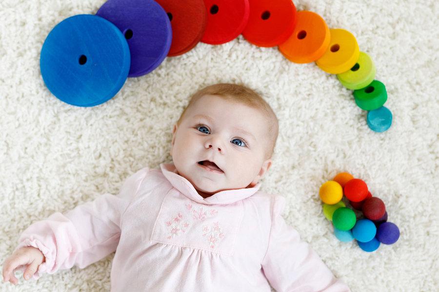 Što moja beba vidi? Raspoznaje li boje?